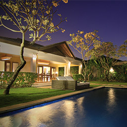The atmosphere of villa surroundings turn to be more peaceful and dramatic as the evening begins. Embrace the tranquility of Bali coming from every direction.