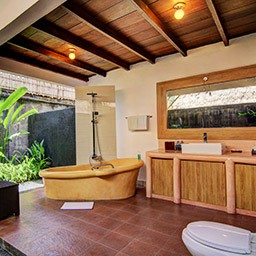 This semi open en-suite bathroom with full amenities ensures you will have a pleasing soak time on our huge bathtub overlooks a lush tropical garden.