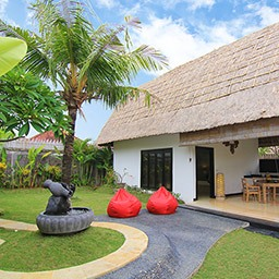 Thatched roof house, coconut tree, tropical garden with soothing water fountain, are simple elements that invites you to experience a roomy and relaxing natural atmosphere.