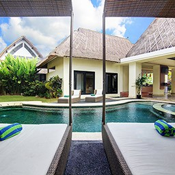 Lying down on these big and comfy sun beds with canopy makes your pool day will never get bored. Reading your favorite books or having fun talks with your family can be done here.