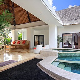 Choosing to jump into pool or chill out at living area is truly difficult. Both are favorite spots to spend a sunny afternoon in Bali.