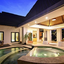 When the evening has been set, there is a beauty that cannot be described by words fulfills onto the pool villa surroundings.