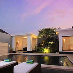 Every romantic scene is usually happened when the sun goes down. This picturesque villa scene invites you to prove it.