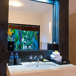 Never skip your bath time at this refreshing en-suite bathroom with full amenities.