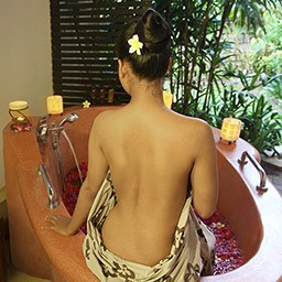 Floral bath always becomes the optional options, which help to open the skin pores and bring the fragrance into your skin body.